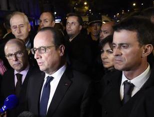 Hollande, Cazeneuve, Valls (et Taubira cachée) se pressent pour communiquer sur le lieux de l'attentat au Bataclan